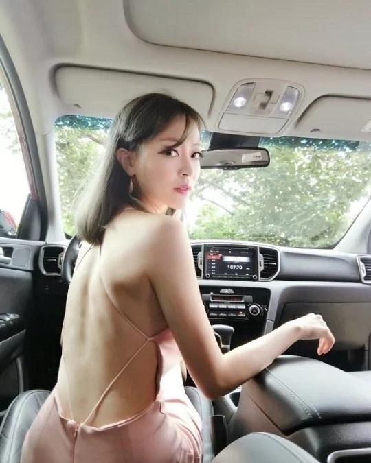 胸部很美 泰国车模做沙拉视频获700万点击