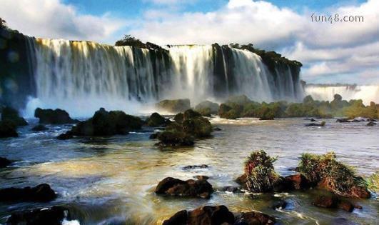 世界上最宽的瀑布 伊瓜苏瀑布宽度4000米 地处巴西和阿根廷边界