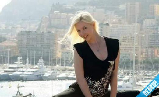 世界上最软的人 俄罗斯美女Zlata4岁时就能完成身体重叠
