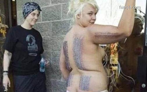 世界上人体穿刺最多的人 史泰莎·兰德尔插3200枚钢针